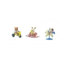 Sylvanian Families 4391A Baby příslušenství - štěně, méďa, králík si hrají venku