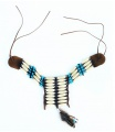náhrdelník indiánský s peřím