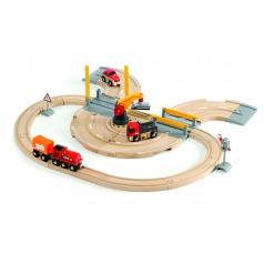 Brio 33208 Vláčkodráha s nákladním vlakem, závorami a silničním přejezdem, 26 dílů